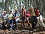 Ein Teil der Teilnehmer an der Höfewanderung am Berg in Vernuer und Gfeis